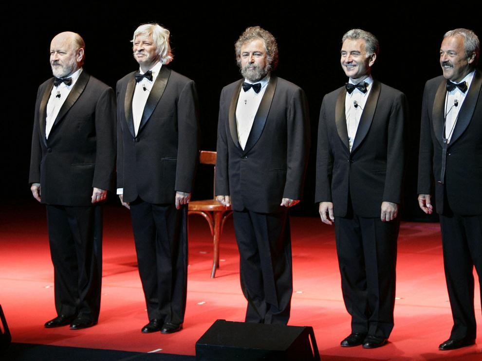 Daniel Rabinovich (derecha) junto al resto de componentes Les Luthiers.