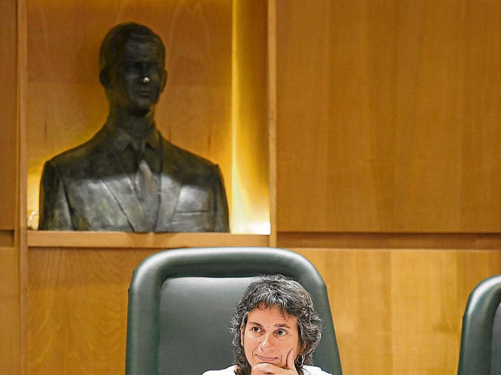 Luisa Broto, ayer, en la comisión de Derechos Sociales.