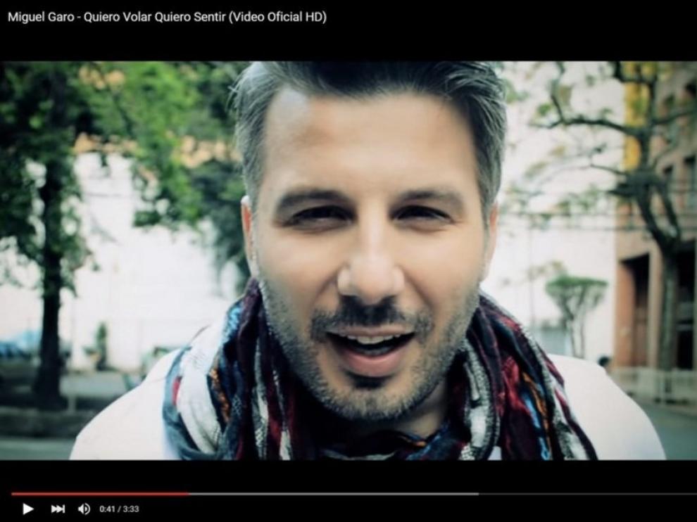Miguel Garo en su videoclip en Youtube