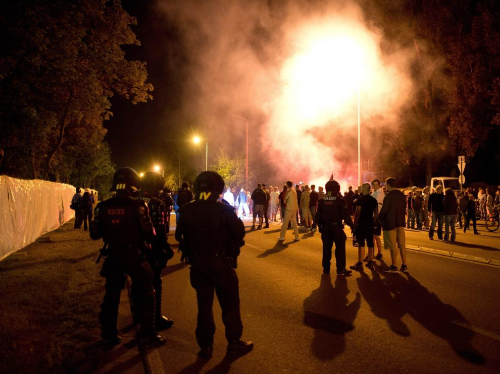 Al menos 31 policías heridos en una protesta neonazi contra un centro de refugiados alemán