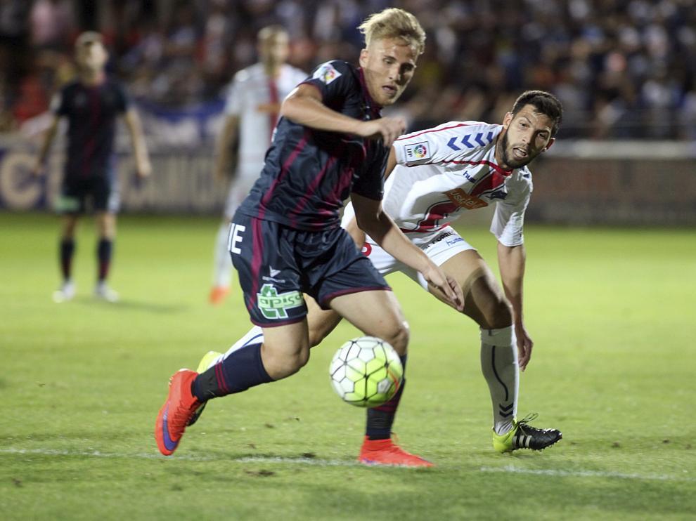 El Huesca no puede con el Alavés en su estreno en Segunda B