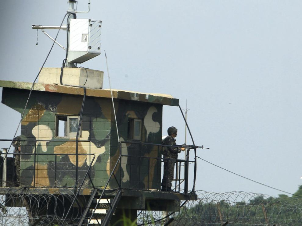 Un soldado surcoreano hace guardia en la localidad fronteriza con Corea del Norte de Paji.