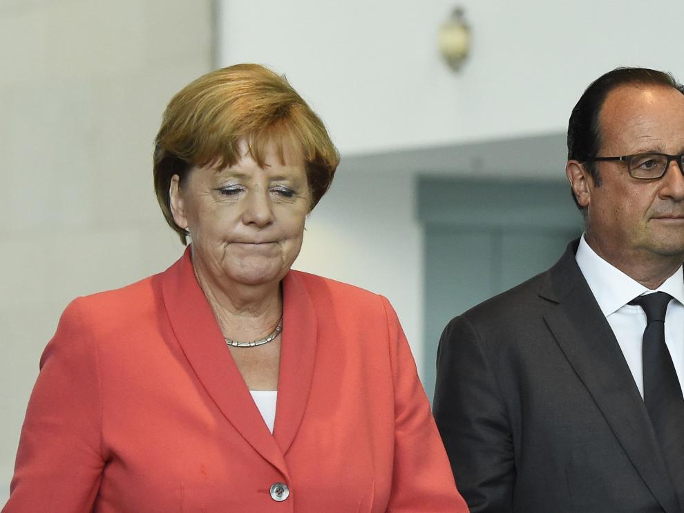 La canciller alemana, Angela Merkel, y el presidente francés, François Hollande durante el encuentro este lunes.