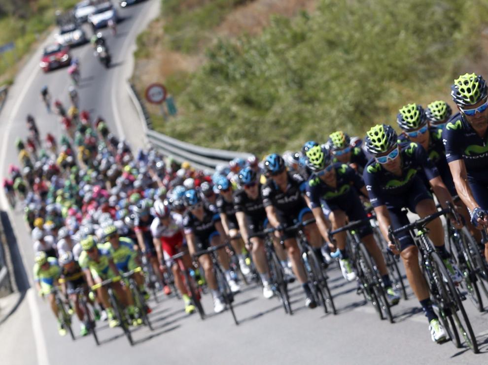 Imagen del pelotón durante la segunda etapa de la vuelta ciclista a España.