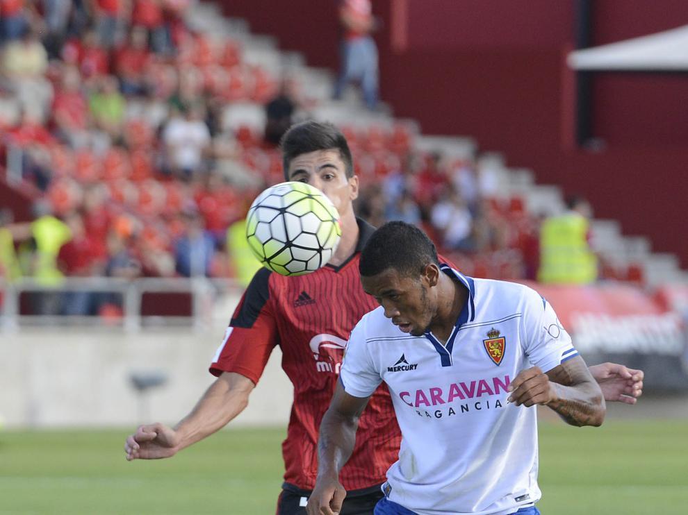 Hinestroza, en una jugada del partido contra el Mirandés