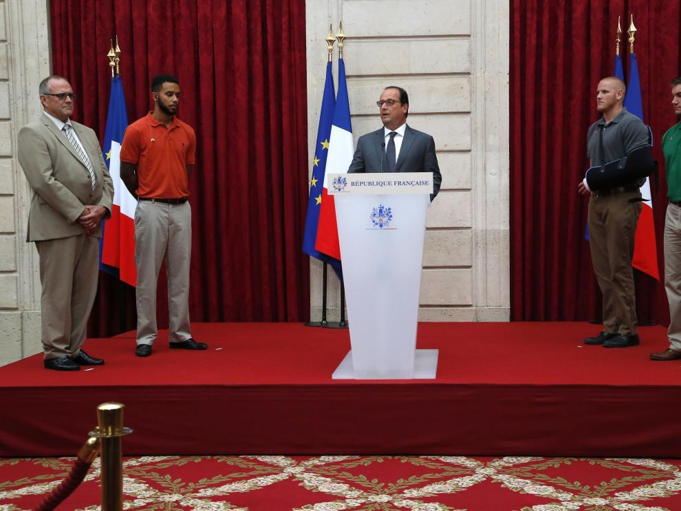 Reconocimiento de Hollande a los ciudadanos que consiguieron evitar el atentado en el tren