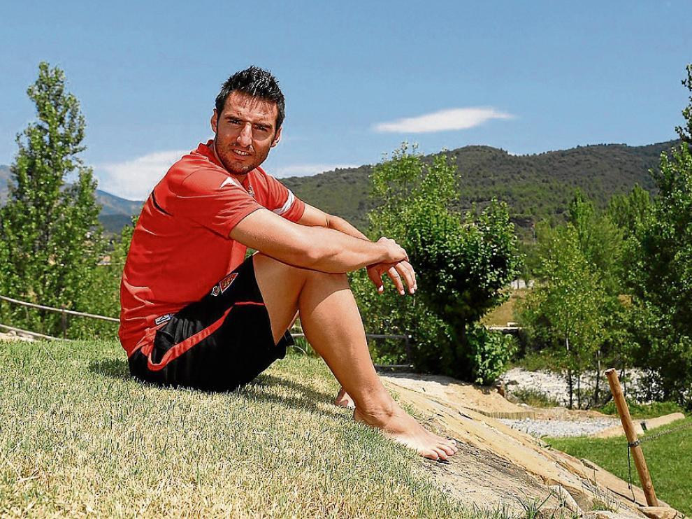 El veterano defensa Marc Bertrán, en la localidad altoaragonesa de Boltaña.