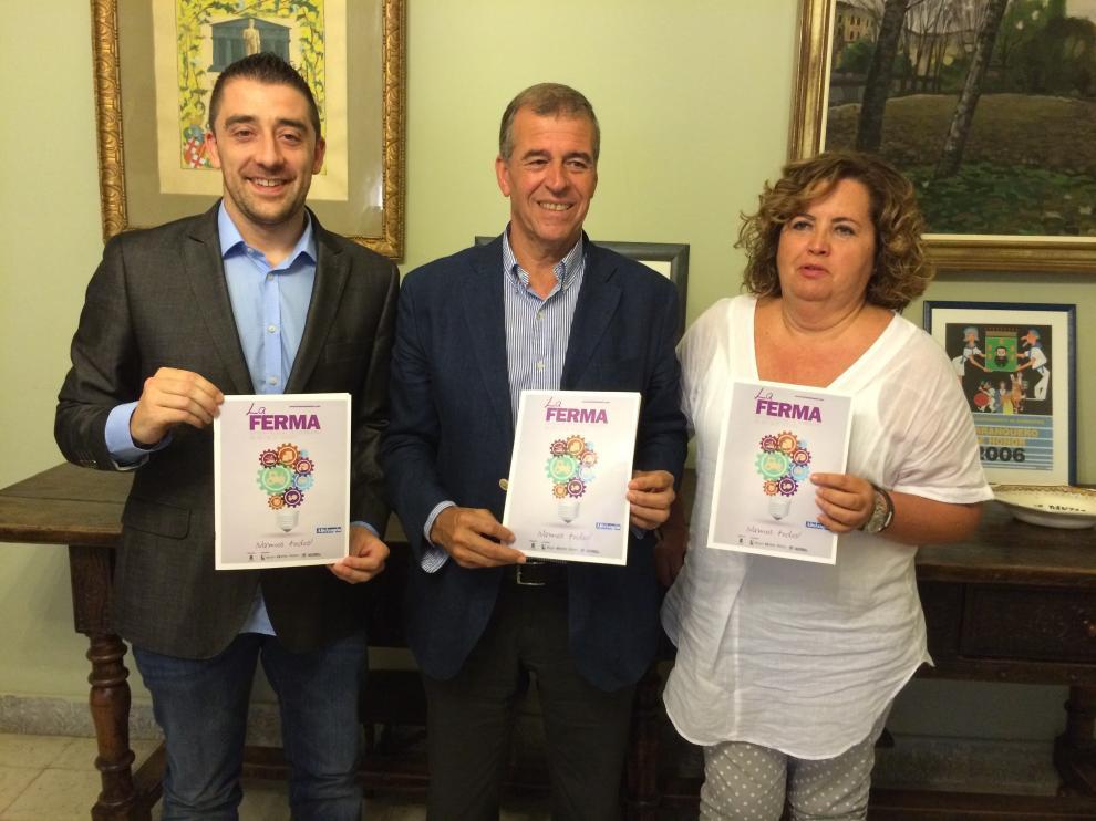 De izquierda a derecha, el concejal de desarrollo, Iván Carpi, el alcalde Antonio Cosculluela, y la directora María Jesús Morera.