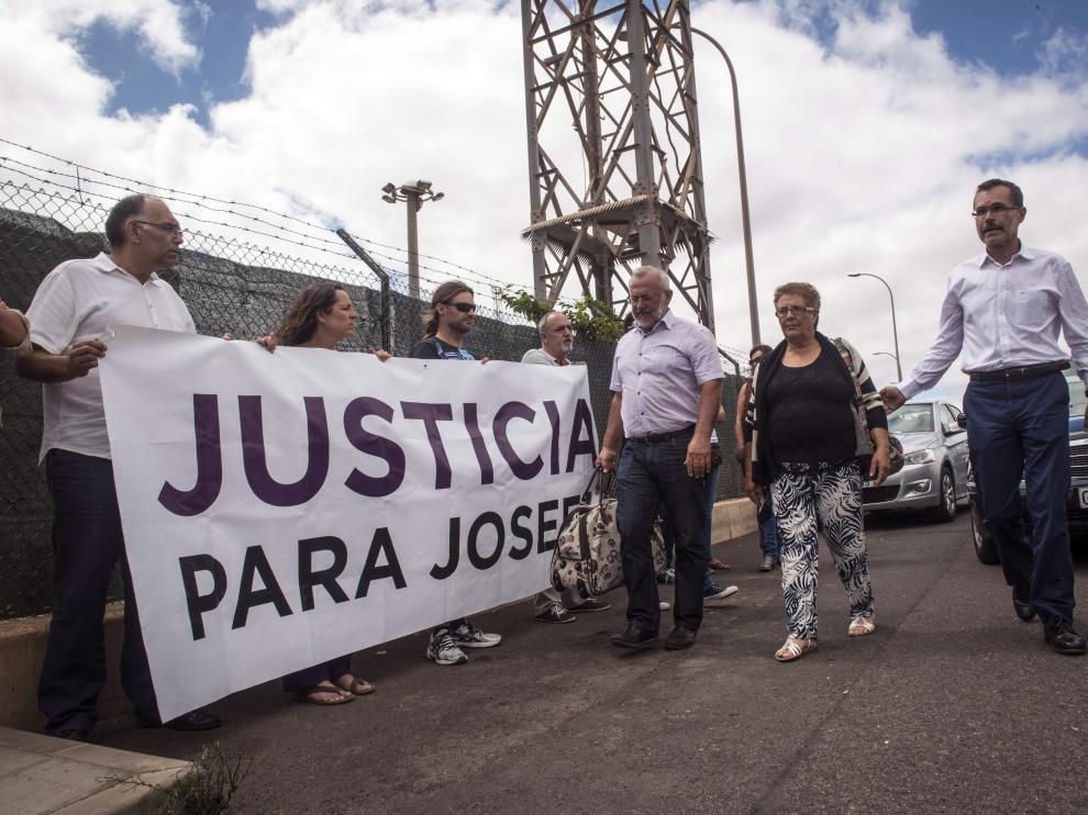 Josefa en su ingreso a prisión.