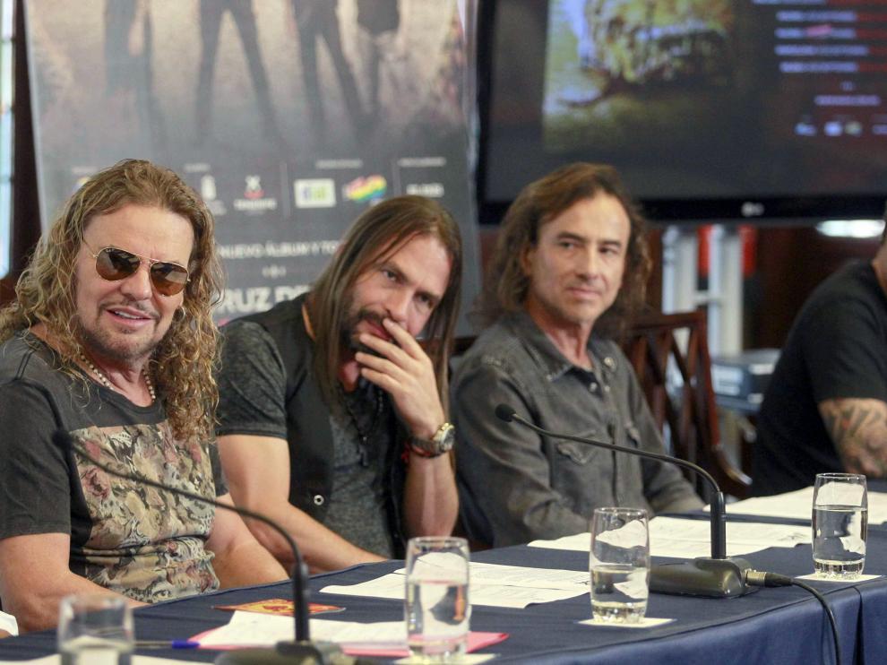 El grupo ha empezado su gira de presentación de su último disco, 'Cama incendiada', por Tenerife.