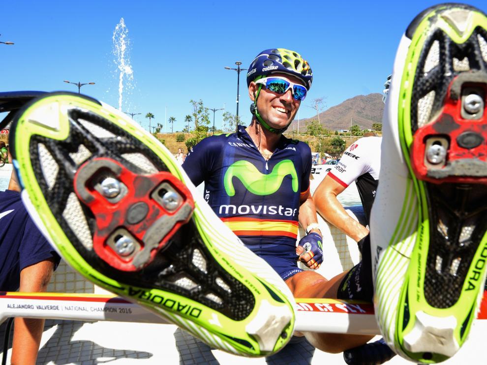 Valverde descansa tras la etapa.