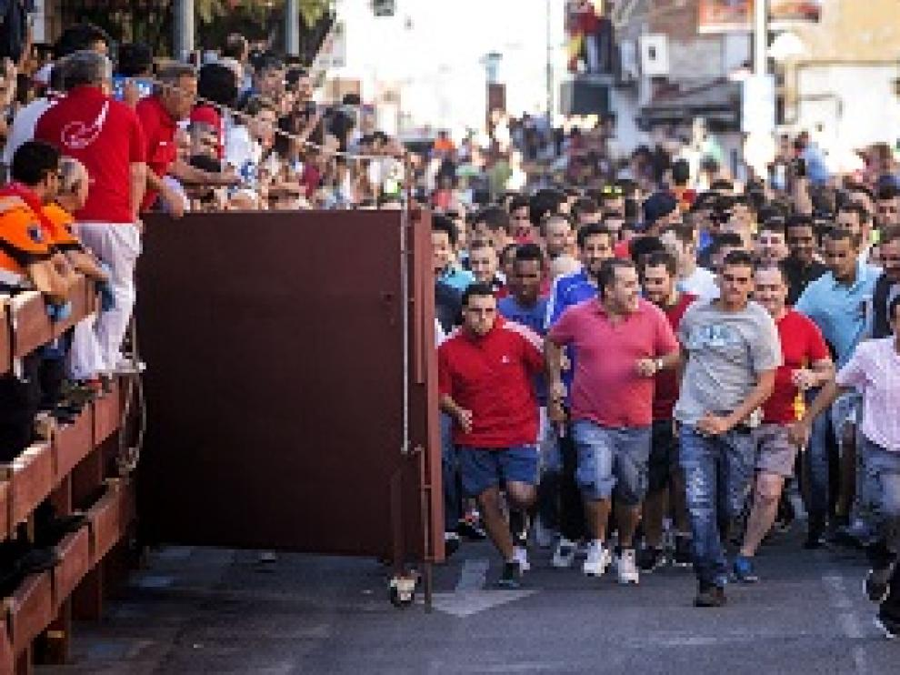 Los corredores comienzan el encierro en San Sebastián de los Reyes.