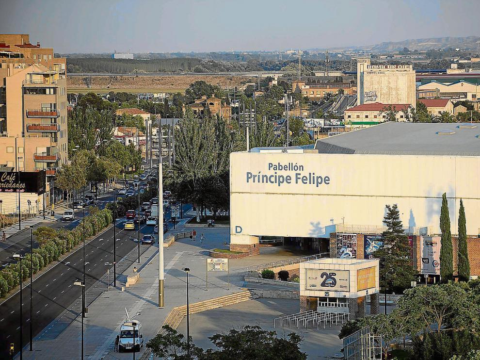 Vista tomada ayer por la tarde del pabellón Príncipe Felipe, en la prolongación de la avenida de Cesáreo Alierta de Zaragoza.