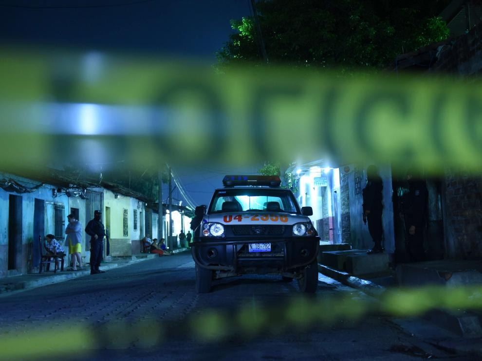 Una calle acordonada en Quezaltepeque, El Salvador.