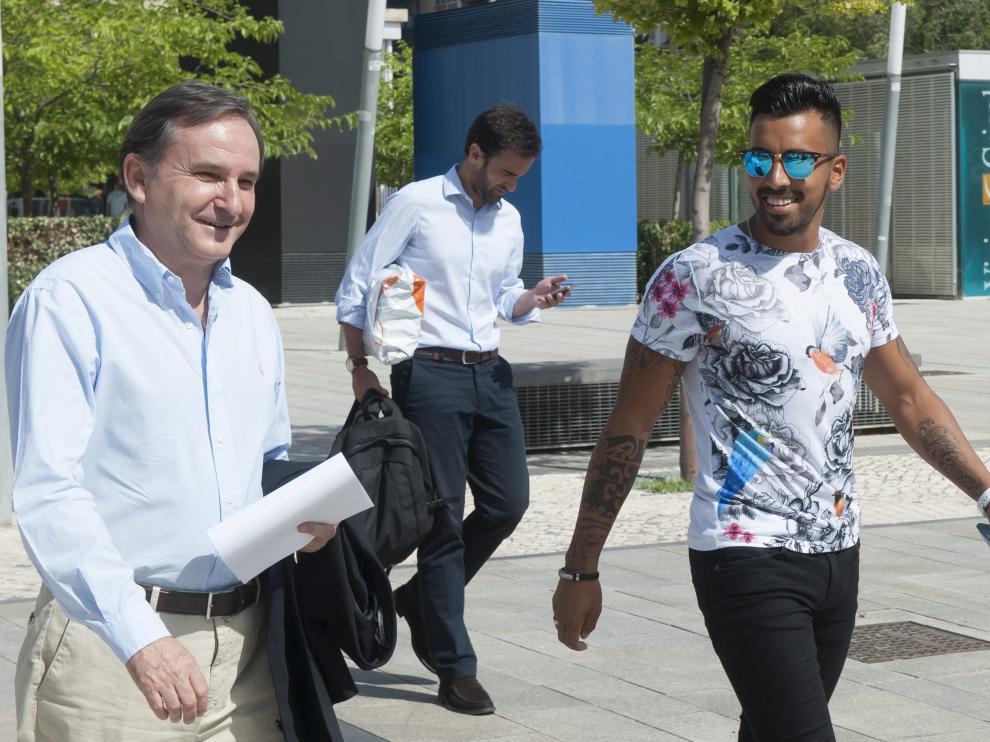 Jorge Díaz, junto al consejero Carlos Iribarren, el día de su presentación
