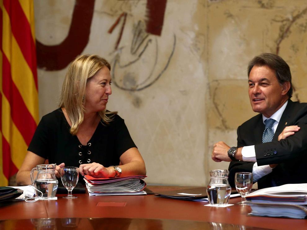 El presidente de la Generalitat, Artur Mas, conversa con la vicepresidenta, Neus Munté.