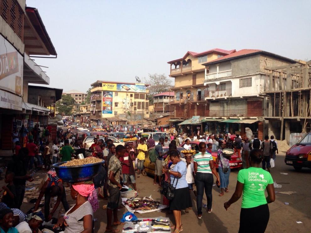 El mercado de Freetown, en Sierra Leona, en plena actividad.