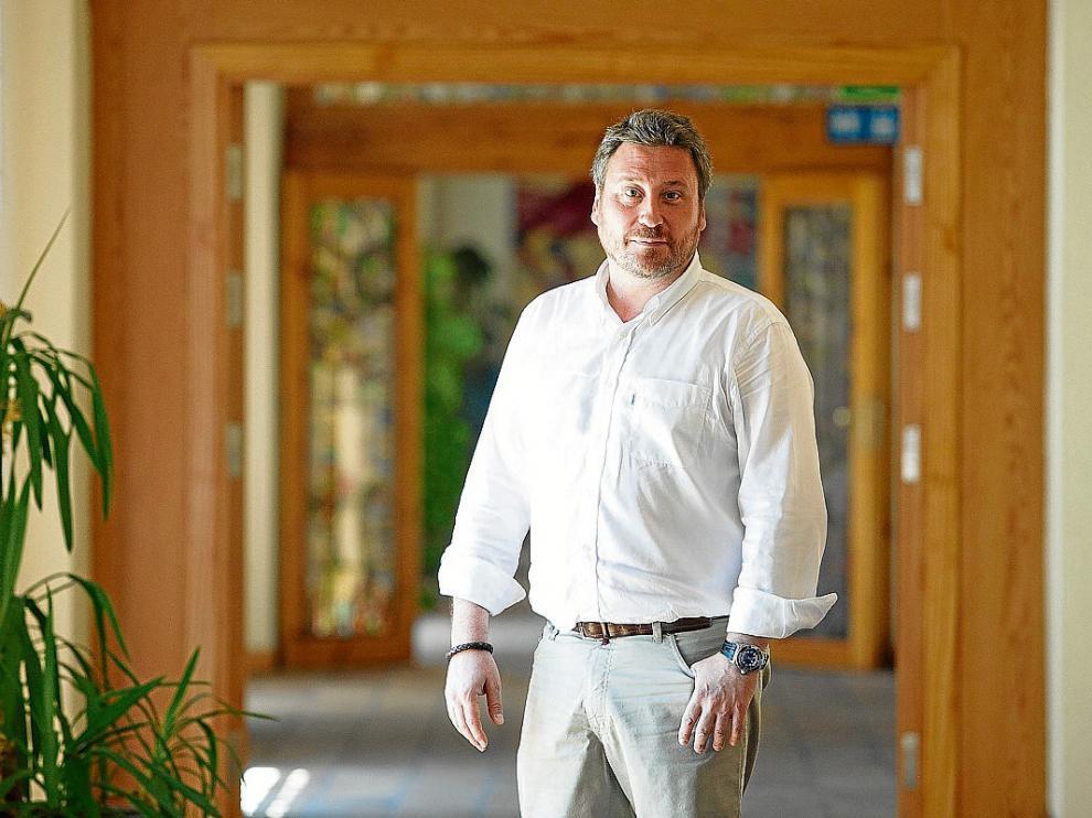 El consejero José Luis Soro, en el pasillo del Pignatelli que conduce a su despacho, el viernes.