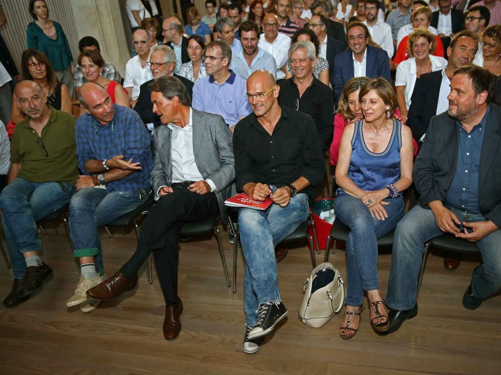 Primer acto público que reúne a los miembros de la candidatura unitaria independentista.