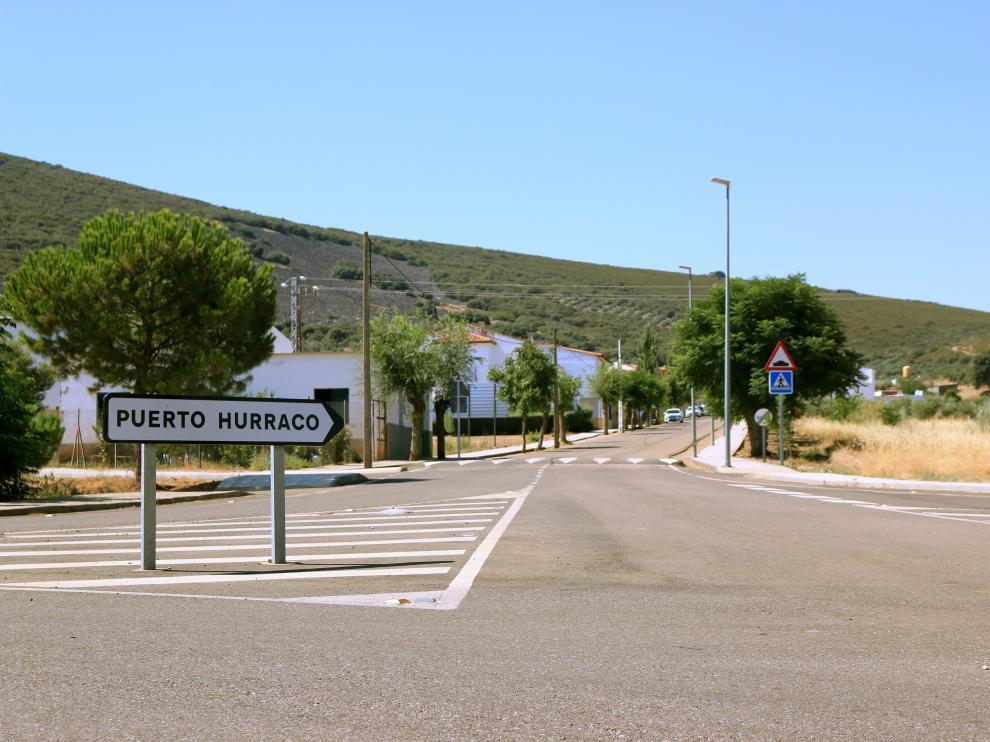 Entrada del pequeño pueblo extremeño de Puerto Hurraco