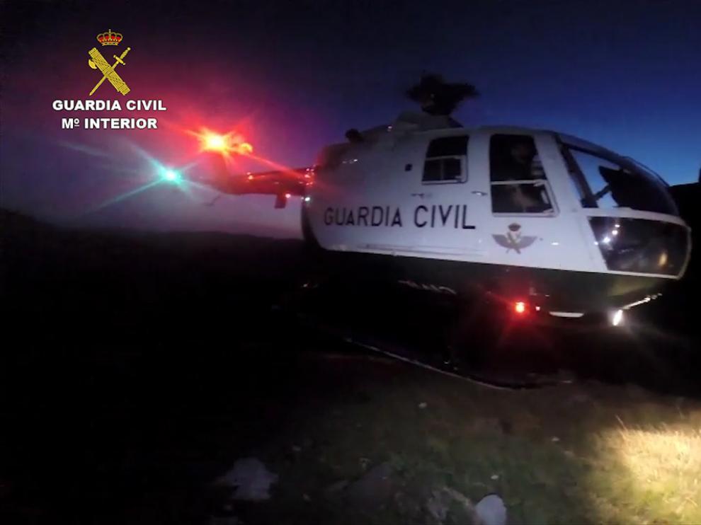 Aterrizaje del helicóptero de rescate.