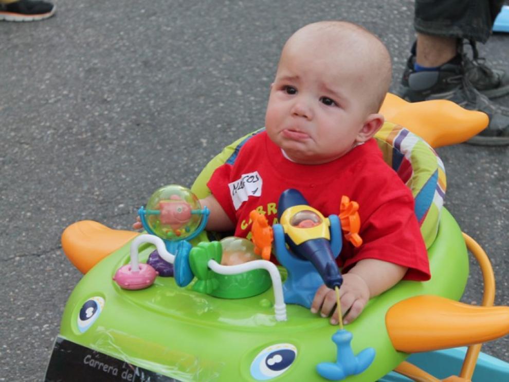 Treinta bebés han participado en la octava carrera de tacatacas.
