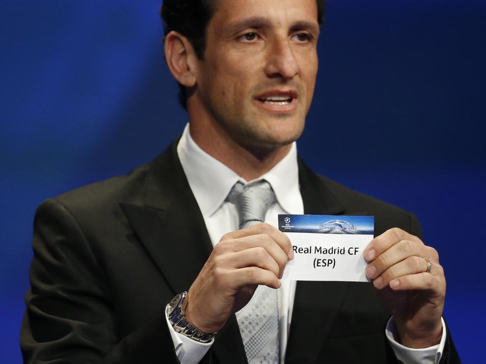 Zanetti muestra la papeleta del Madrid