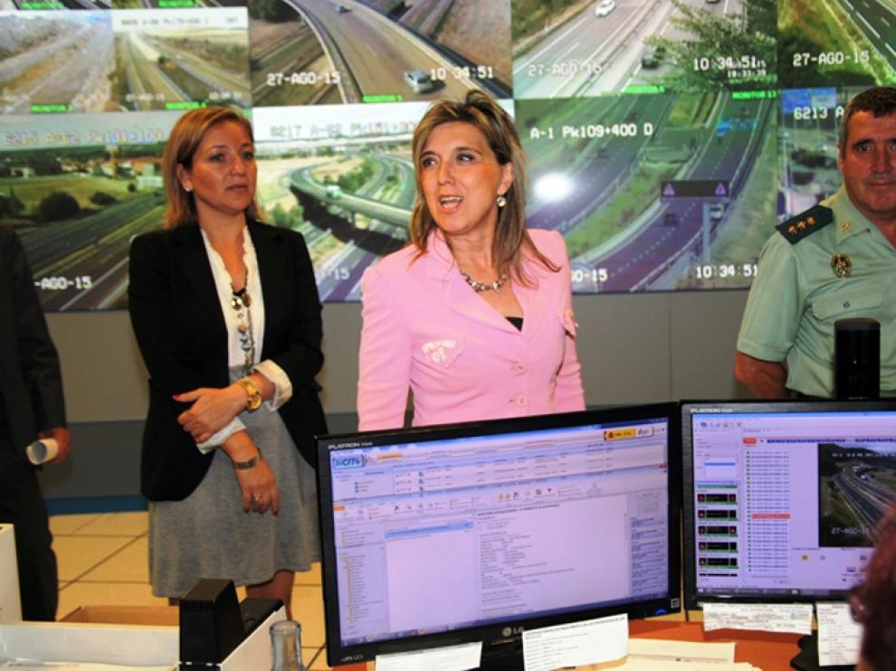 La delegada del Gobierno, María José Salgueiro, en el Centro de Gestión de Tráfico de Castilla y León.