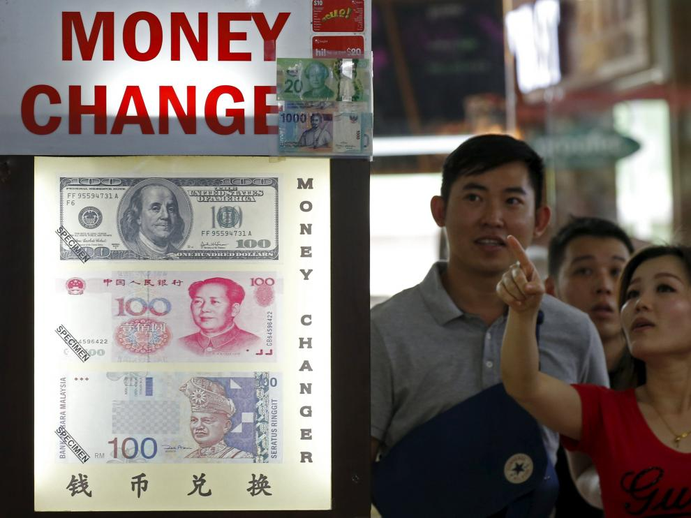 China devaluó el yen tres veces en unos días.