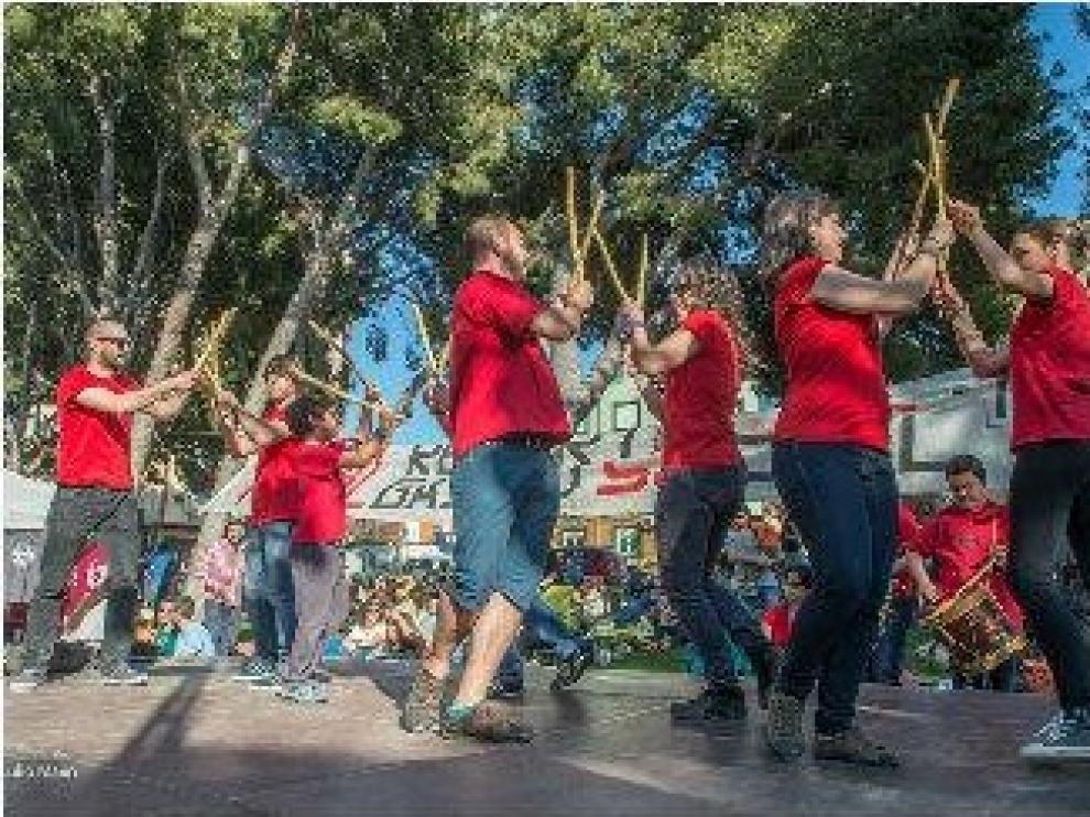 Los danzantes del Gancho en una actuación