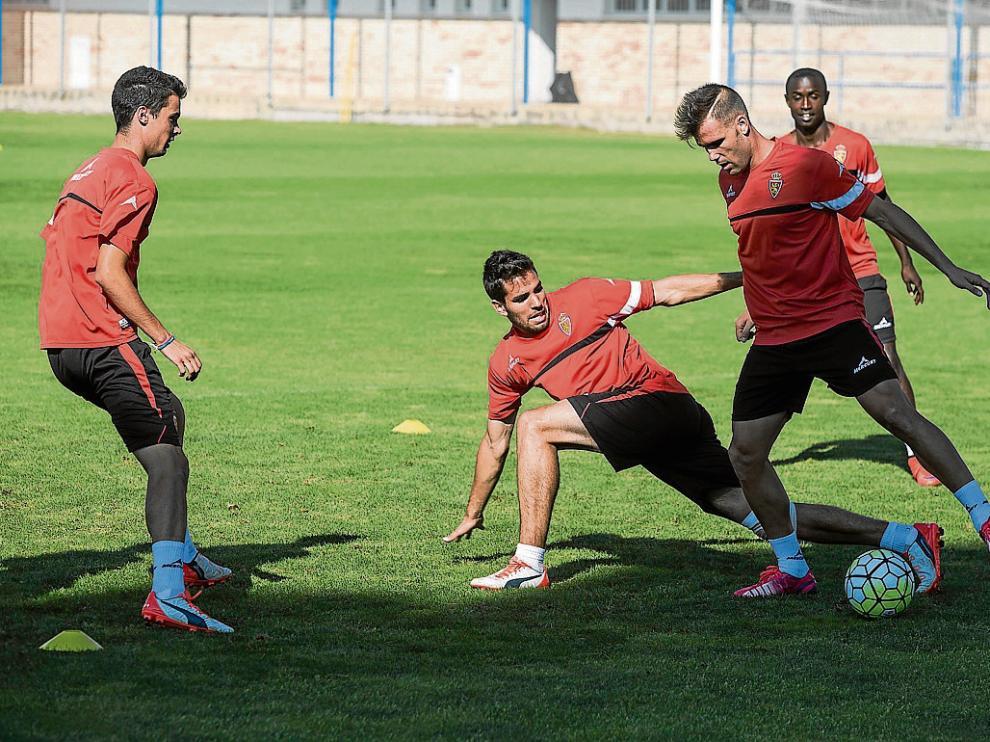 Morán, Cabrera, Ortuño y Diamanka, durante el ensayo de ayer en la Ciudad Deportiva.