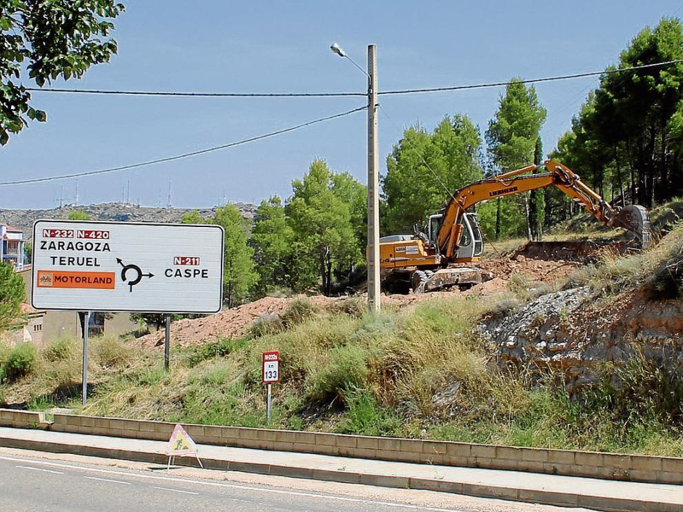 Las máquinas –en la foto–ya trabajan en la construcción de la nueva estación de Alcañiz .