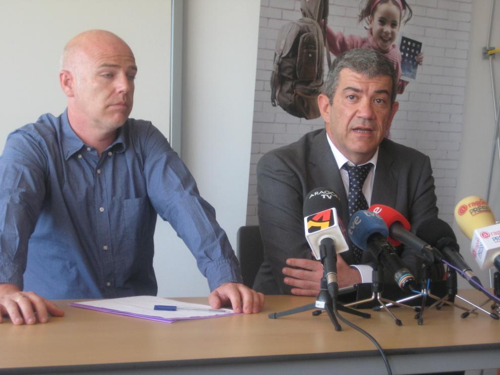Ismael Hernández, presidente del AMPA, y Enrique Bilbao, director de la cooperativa.