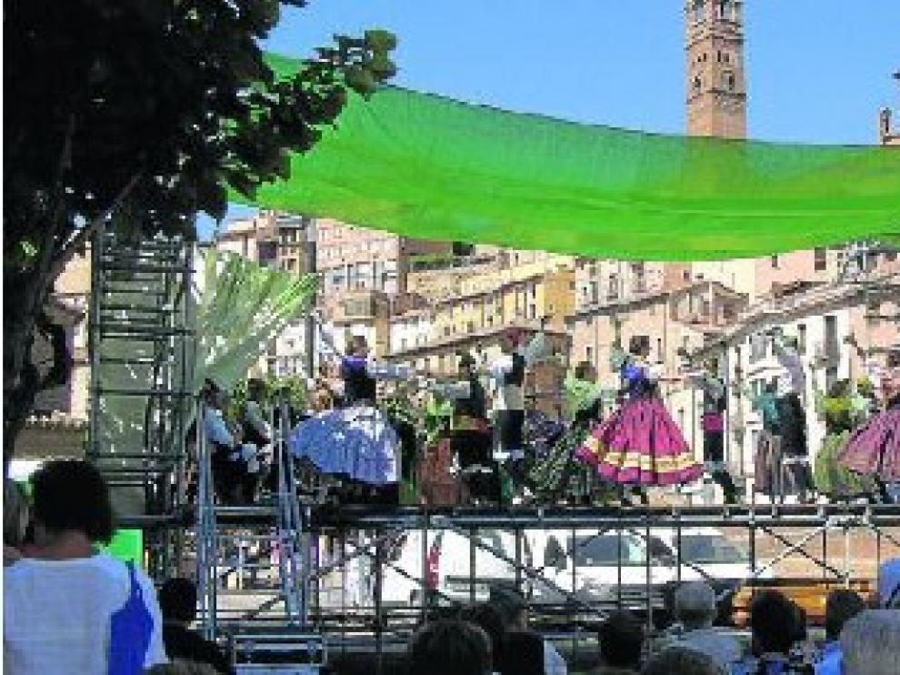 Momento de la actuación de las Escuelas Municipales de Jota Cantada y Bailada