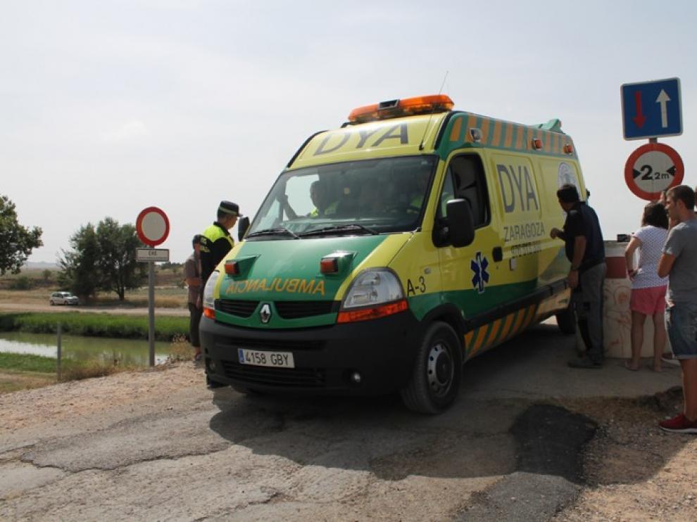 Una ambulancia acercándose a la zona