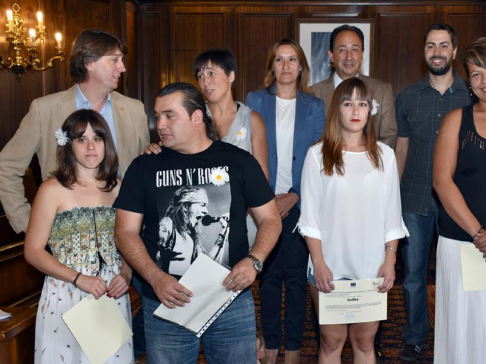 Los representantes de la Junta y del Ayuntamiento de Soria con los docentes y alumnos