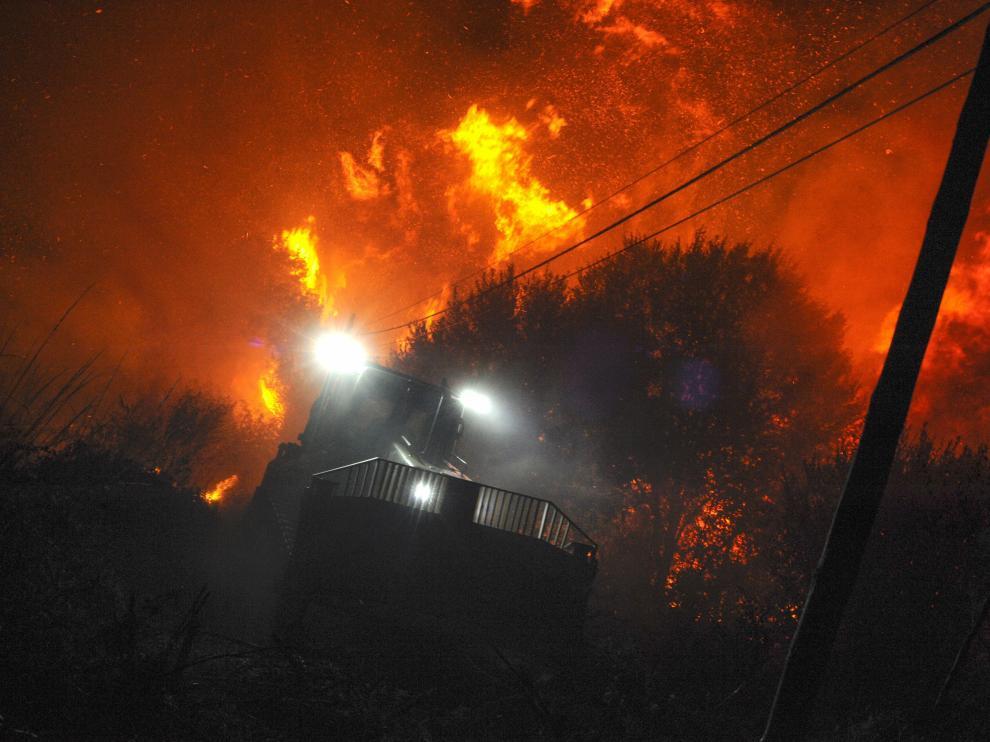 El fuego de Cualedro (Ourense), ya está estabilizado pero ha arrasado 3.000 hectáreas.