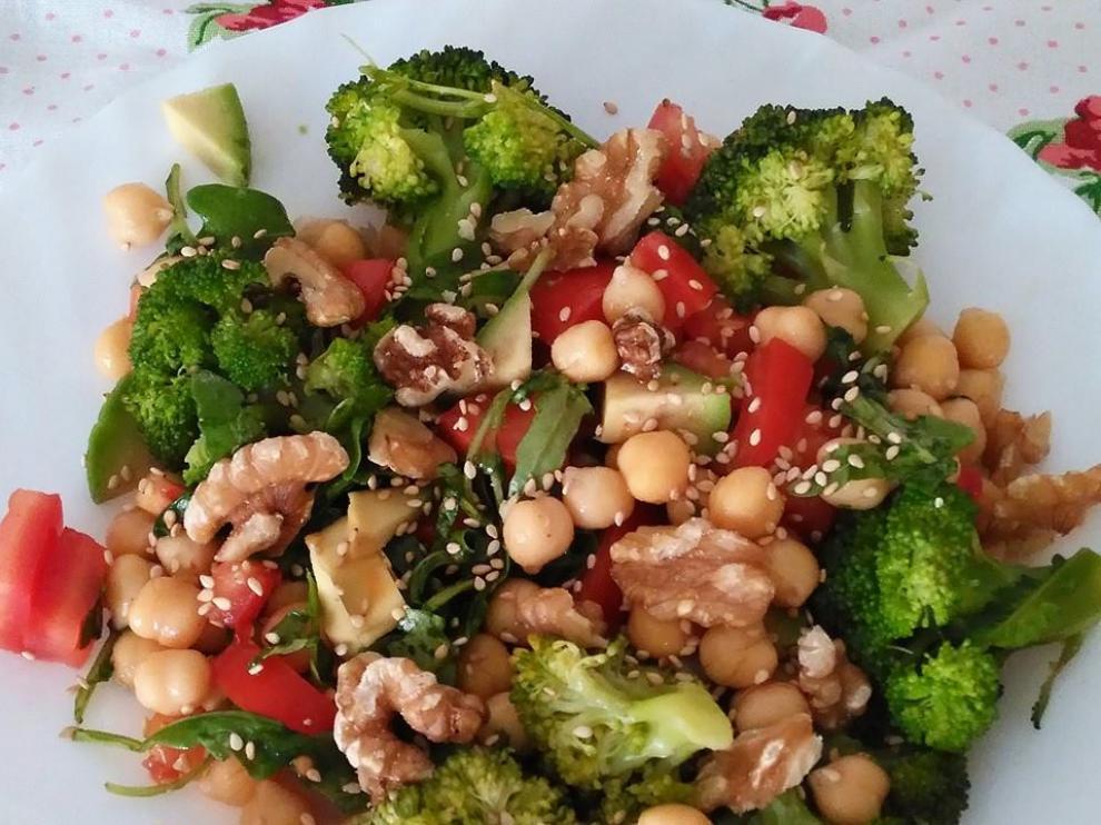 Legumbres en ensalada, una opción para no suprimir la ingesta de este enérgico alimento en verano.