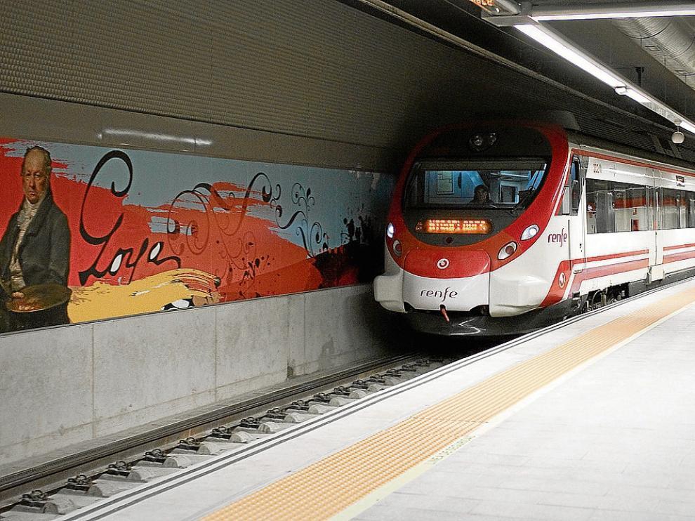 Un tren de cercanías, a su llegada a la estación de Goya.