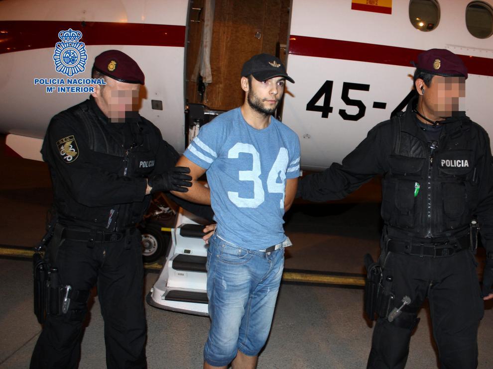 Sergio Morate, a su llegada al aeropuerto madrileño de Torrejón tras su traslado a España procedente de Rumanía.