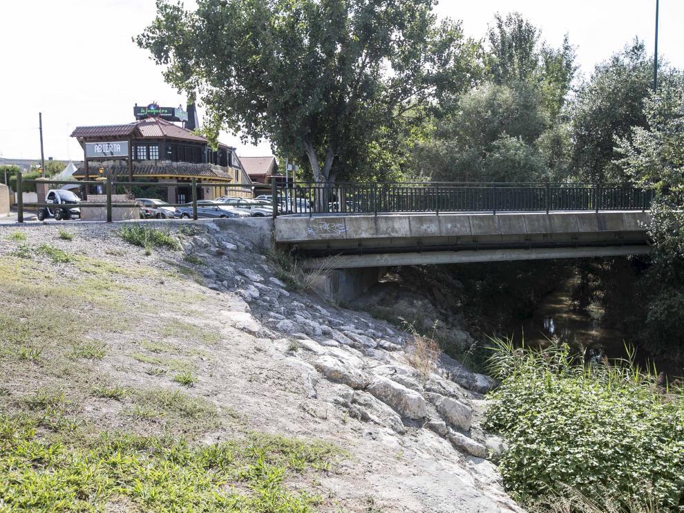 ?Puente de la Fuente de la Junquera, zona en la que se encontró ayer el cadáver del mendigo.