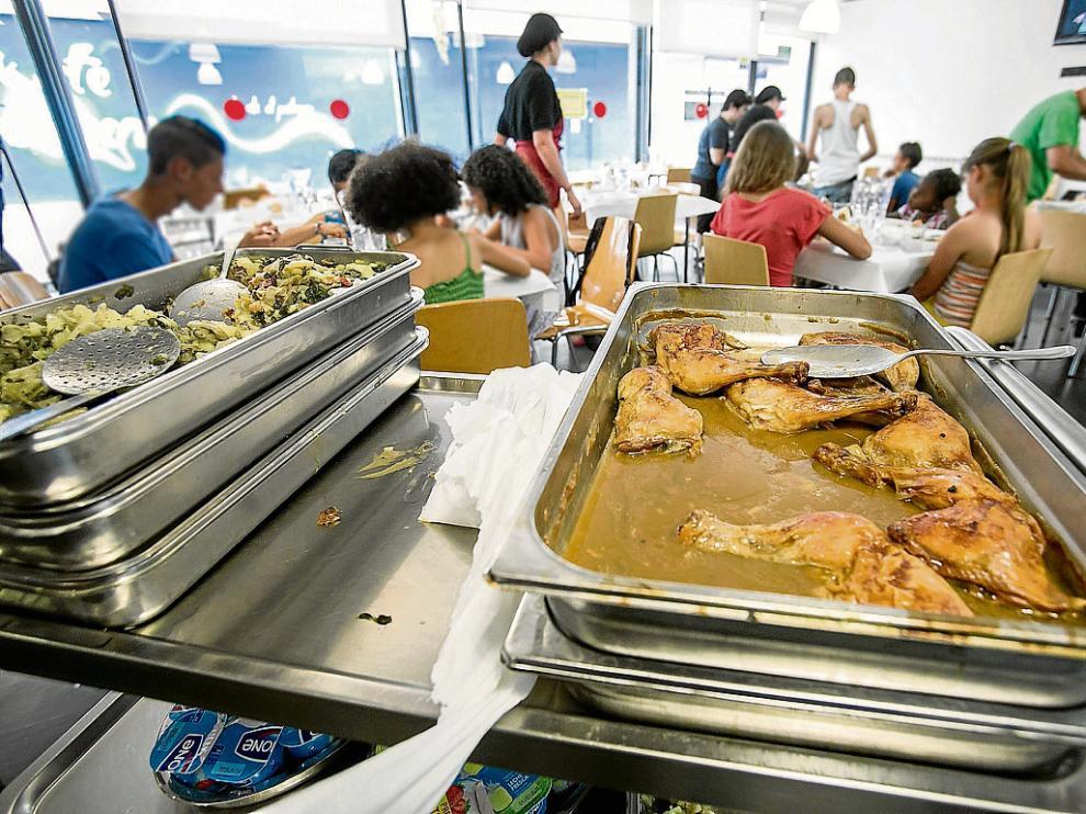 Los comedores escolares permanecen cerrados en verano.