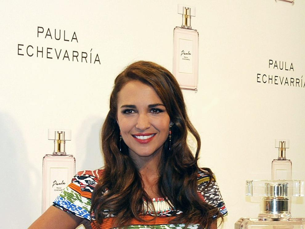 La actriz Paula Echevarría posa para los medios durante la presentación de su primer perfume, 'Paula'.