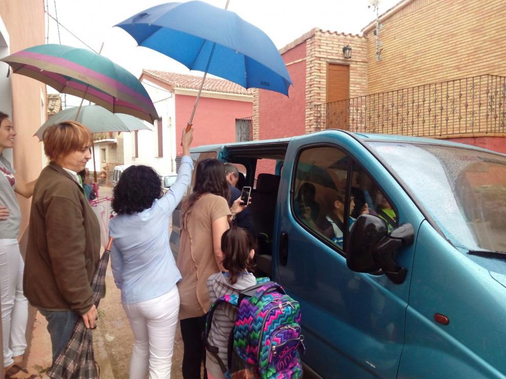 Las familias de Aniés sí han conseguido transporte para todos los niños