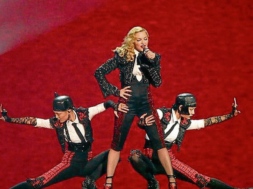 Madonna, torera en la presentación de 'Living for love'.