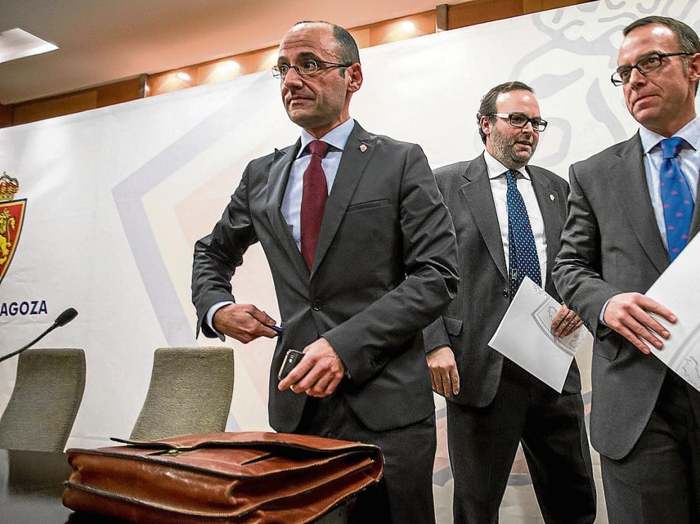 Los consejeros Fernando Rodrigo y Fernando Sainz de Varanda, y el presidente Christian Lapetra, en la última junta de accionistas.