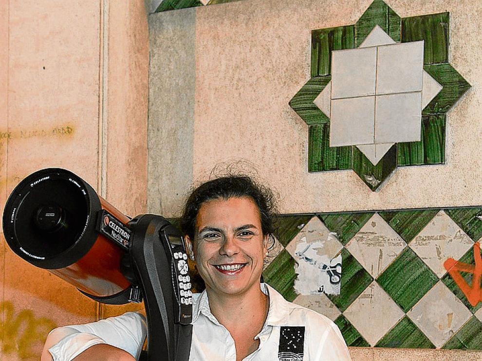 El telescopio es la principal herramienta de Maribel Aguilar.