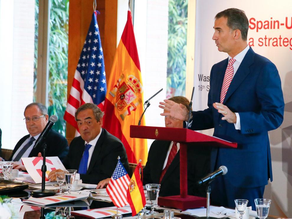 Don Felipe desayunó con un grupo de empresarios durante su segundo día de visita en Estados Unidos.