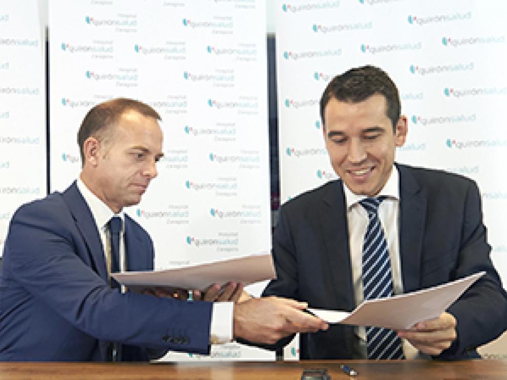 Christian Lapetra y Germán Barraqueta firman el acuerdo.