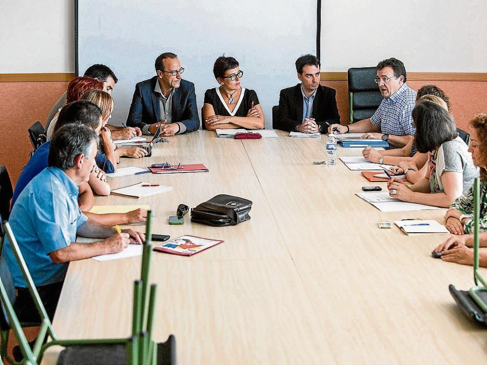 José Miguel Marco La reunión de la comisión de garantías. En la misma se acordó buscar plaza a los 165 niños y se recogió en un acta que el aulario de Infantil del Cuarte III debe estar listo en septiembre de 2016, el próximo curso.